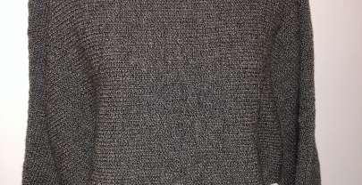 Quergestrickter Pullover mit Fledermausärmel